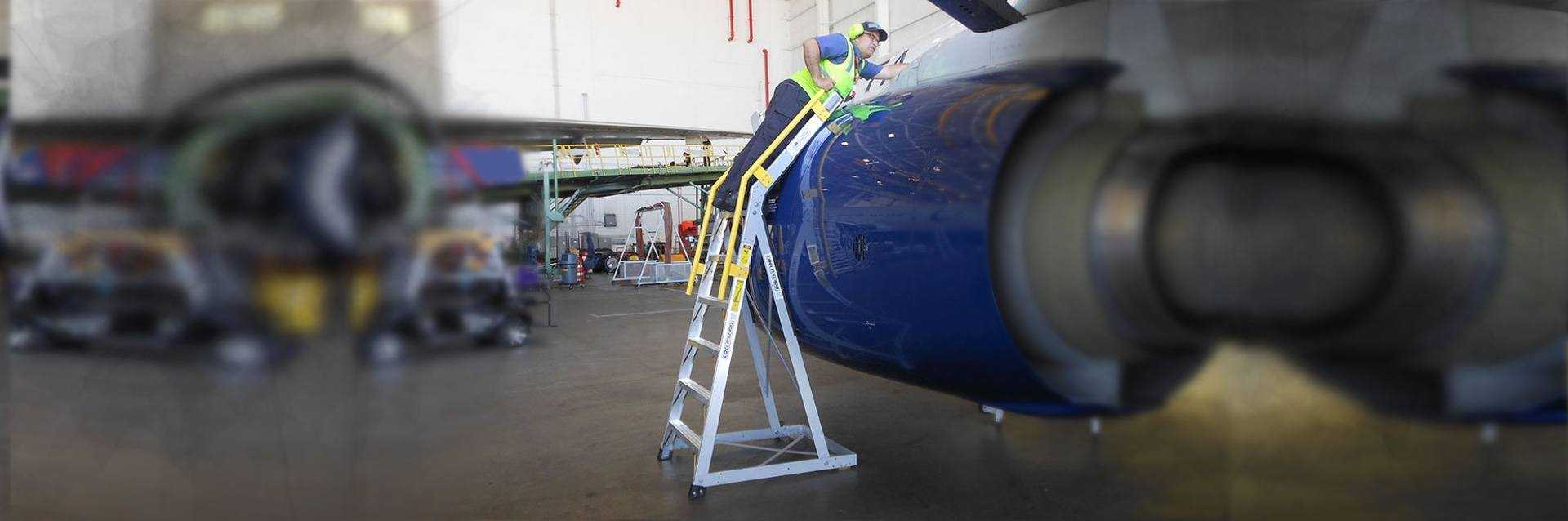 9 Foot Cowl Pylon On Boeing 737 Engine Hero Shot